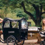 Billede af familie med el ladcykel